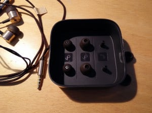 Plastikbox des Fake ohne Kabelclip